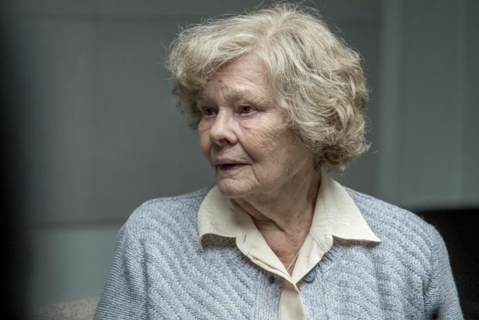 Judi Dench nei panni di Joan