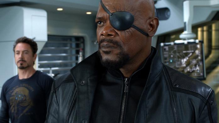 In primo piano Nick Fury, sullo sfondo Tony Stark