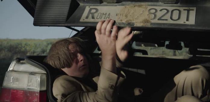 Orazio si nasconde nel bagagliaio della sua auto