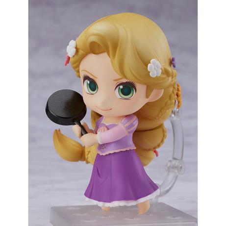Rapunzel tiene la padella nera con due mani