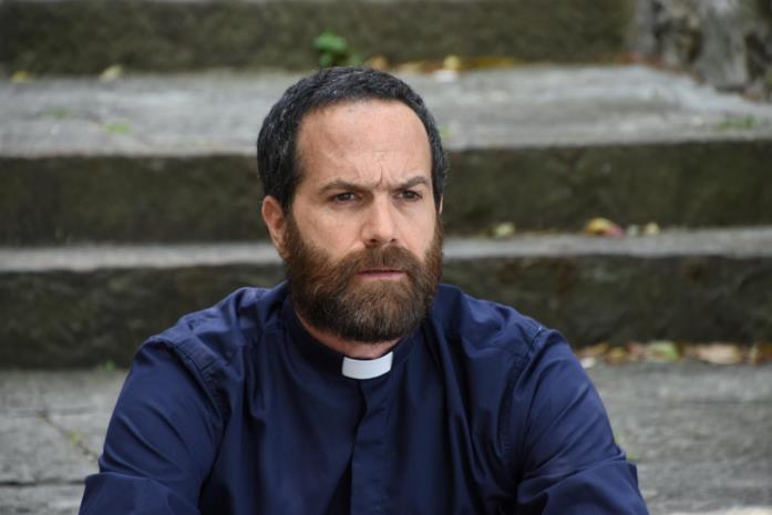 Fausto Sciarappa è Don Carlo