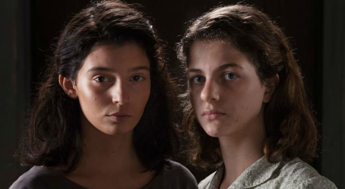 Elena e Lila adolescenti