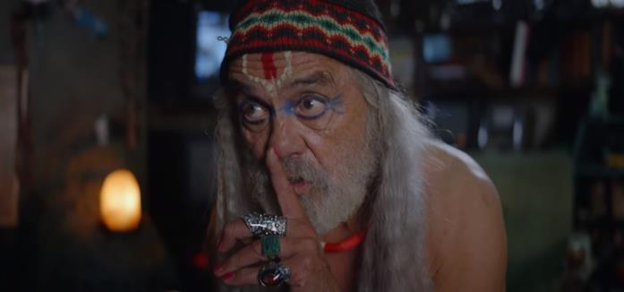 Tommy Chong in una scena del film Color Out of Space