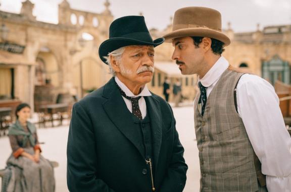 Fabrizio Bentivoglio e Alessio Vassallo in una scena di La concessione del telefono