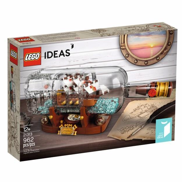 Primo piano del set Ship in a bottle 21313 di LEGO