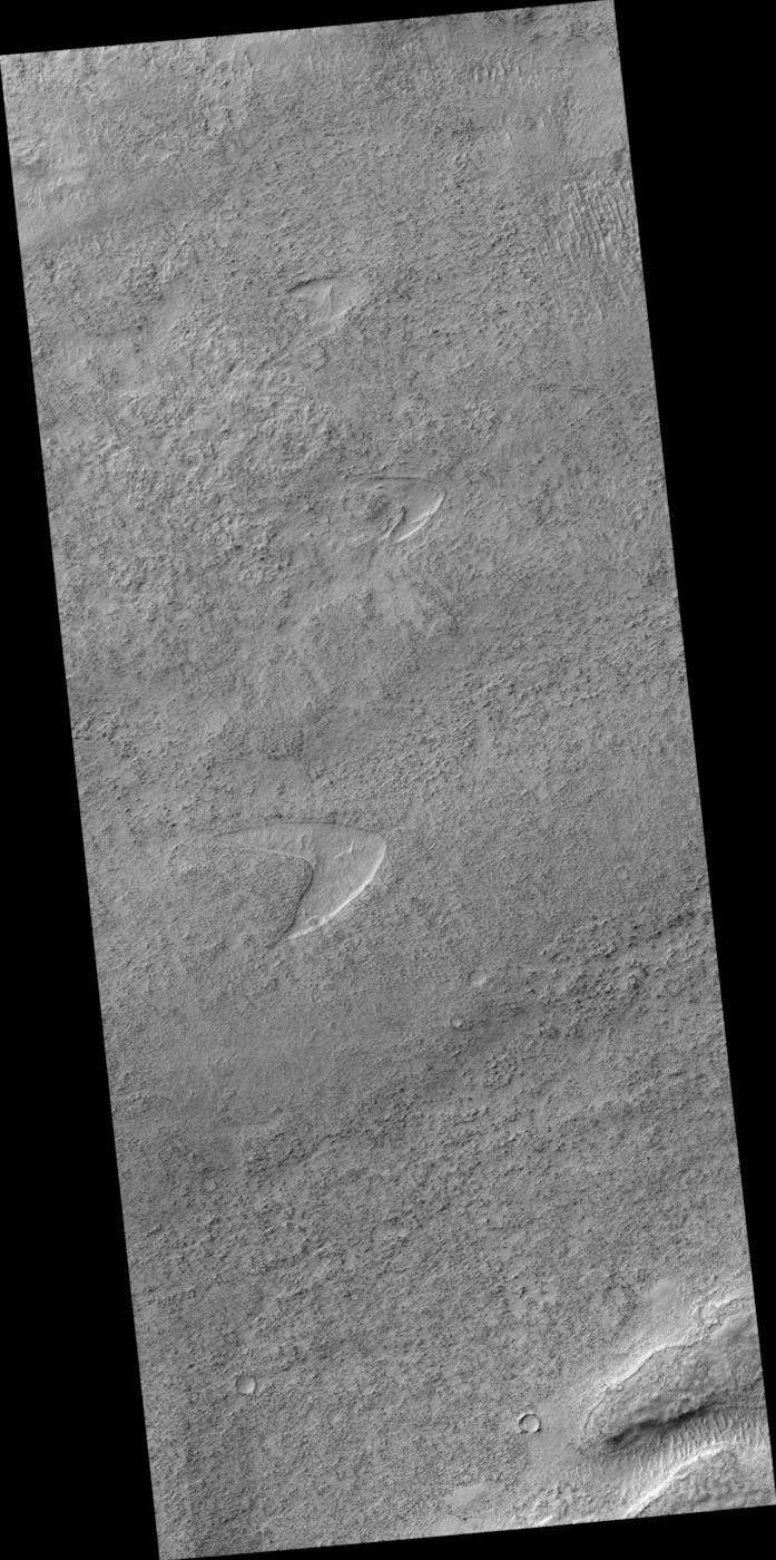 L'immagine di HiRise che ritrae l'impronta simile al logo di Star Trek su Marte