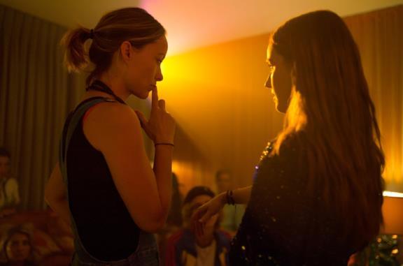 Olivia Wilde e Kaitlyn Dever sul set del film La rivincita delle sfigate