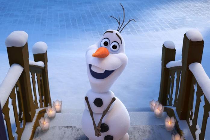 Olaf mentre aspetta che qualcuno gli apra la porta