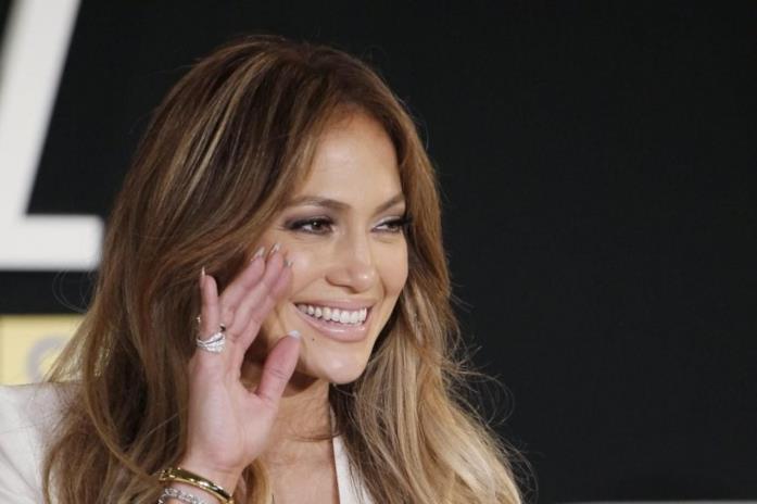 Jennifer Lopez sorridente