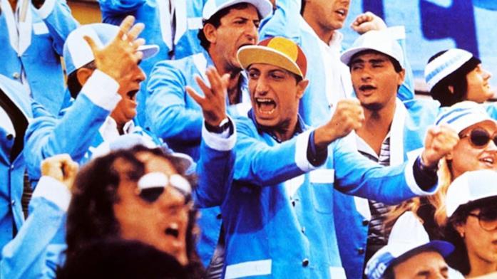 Pippo Franco in una scena de Il tifoso