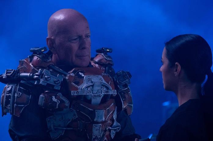 Bruce Wilis in una scena del film Cosmic Sin