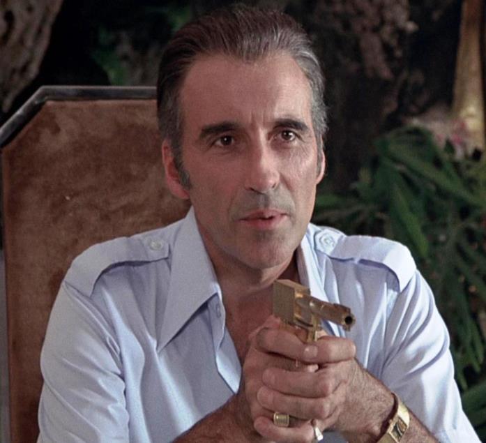 Christopher Lee nel ruolo di Francisco Saramanga in 007