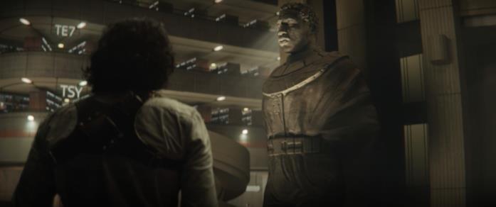 Loki scopre la statua di Kang alla TVA