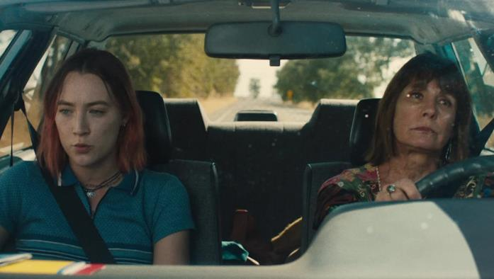 Lady Bird e Marion discutono in macchina