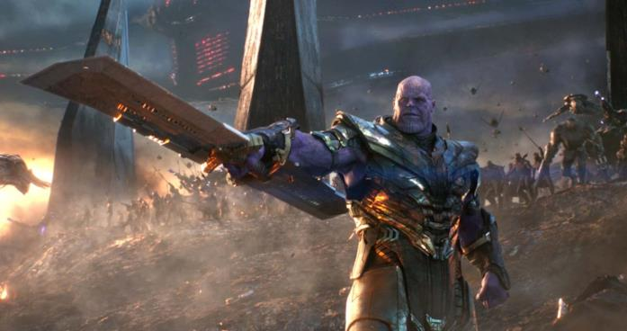 Thanos impugna la sua spada a doppio taglio