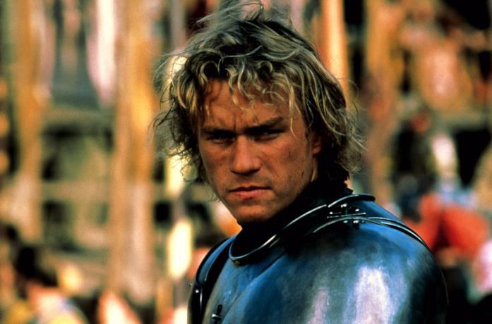 Un primo piano di Heath Ledger in una scena del film Il destino di un cavaliere