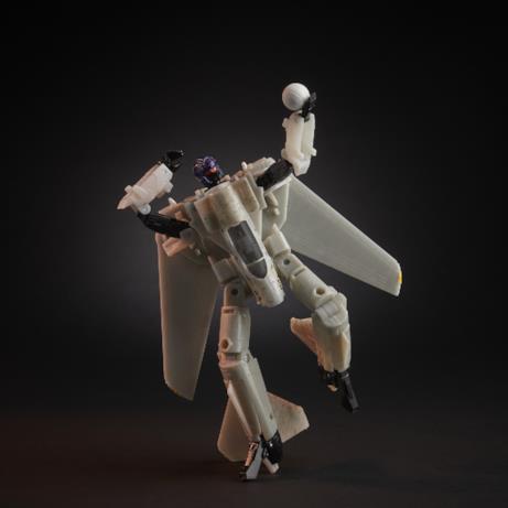 Il robot di Top Gun gioca a pallavolo