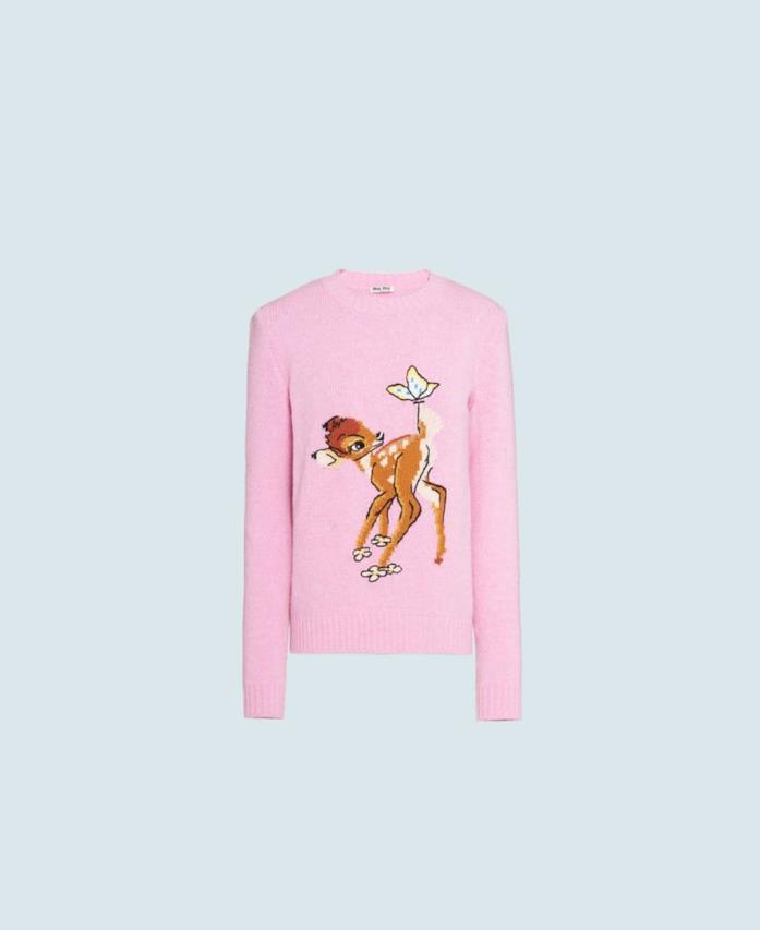 Il maglione rosa per la festività natalizie Disney x Miu Miu con Bambi