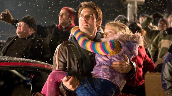 Primo piano di Tom Cruise e Dakota Fanning ne La Guerra dei Mondi