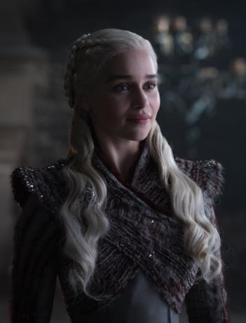 Game of Thrones 8: Daenerys abbozza un sorriso
