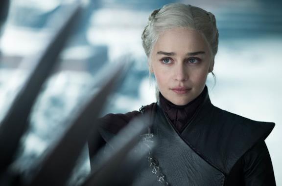 Emilia Clarke nei panni di Daenerys Targaryen in Game of Thrones 8