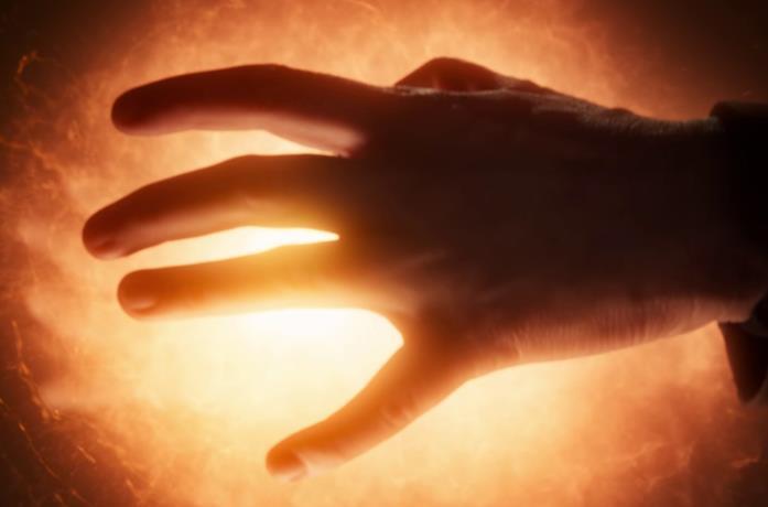 Henry Cavill nei panni di Geralt nella serie The Witcher