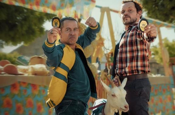 Operazione Celestina, la commedia Netflix con due uomini e una capra