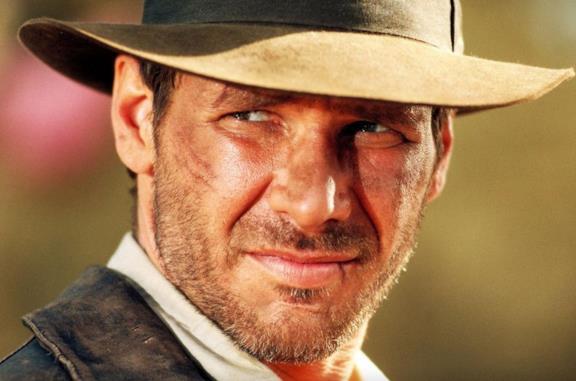 Un primo piano di Harrison Ford in una scena del film Indiana Jones e l'ultima crociata