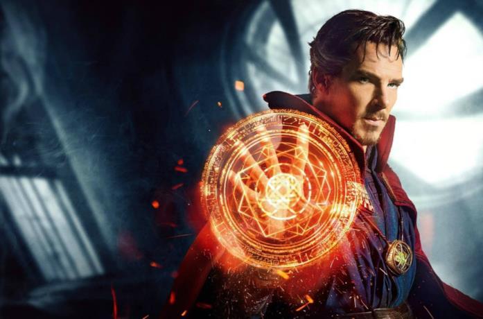 Un primo piano di Benedict Cumberbatch nei panni di Doctor Strange