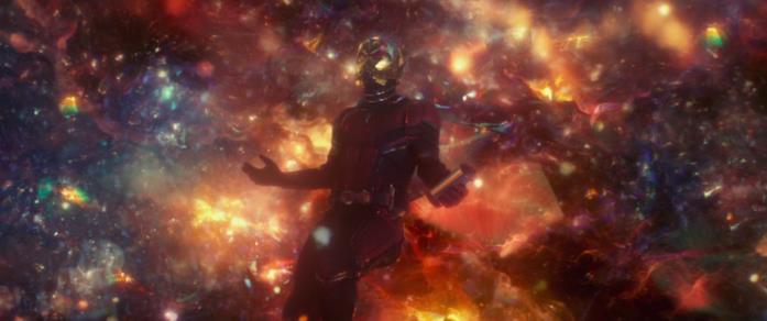 Ant-Man in una scena dell'omonimo cinecomic del 2015