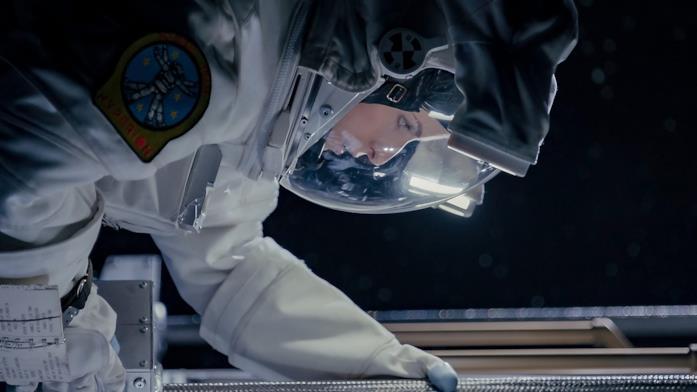 Anna Kendrick in una scena di Estraneo a bordo
