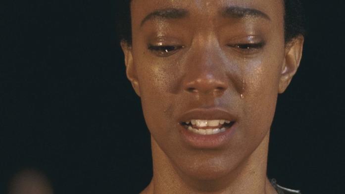 Sasha in lacrime nella settima stagione di The Walking Dead