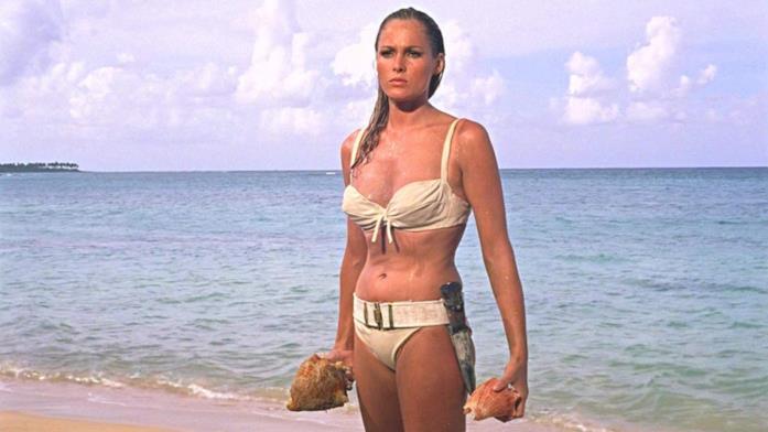 Ursula Andress in Agente 007 - Licenza di uccidere
