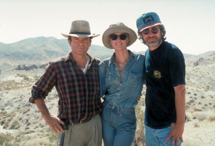 Spielberg sul set del film assieme a Sam Neill e Laura Dern