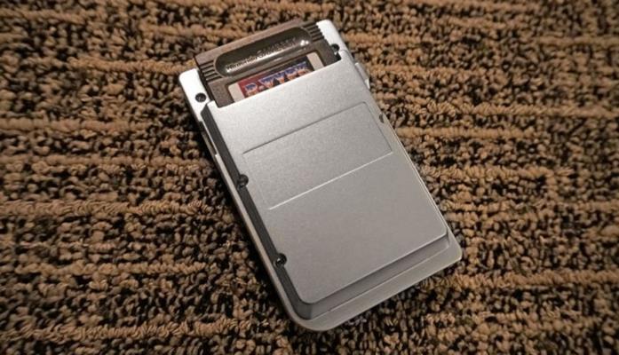 Il retro di Ultra Game Boy
