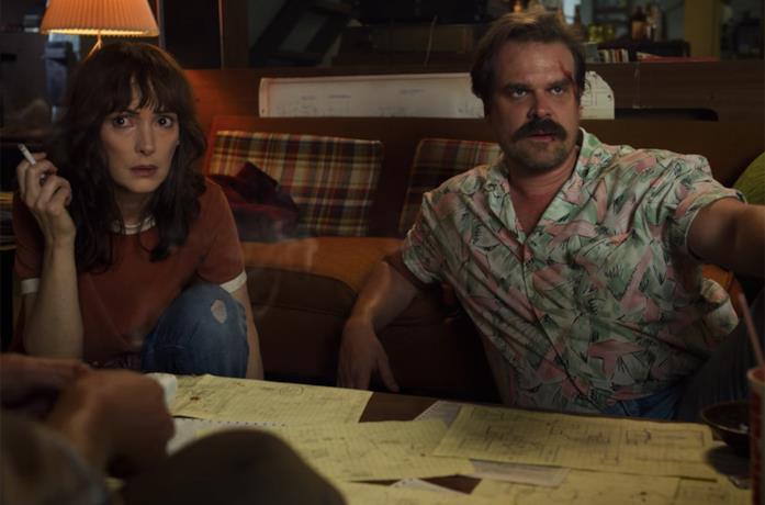 Hopper e Joyce in Stranger Things 3