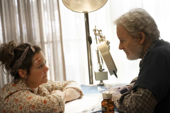Melissa McCarthy e Kevin Kline in una scena del film Il nido dello storno