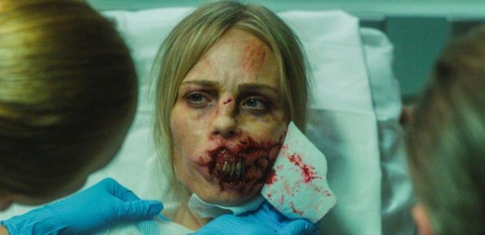 Laura Vandervoort in una scena raccapricciante del film Rabid - Sete di sangue