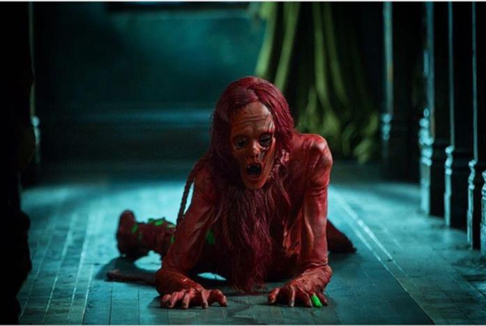 Javier Botet interpreta le donne fantasma di Crimson Peak