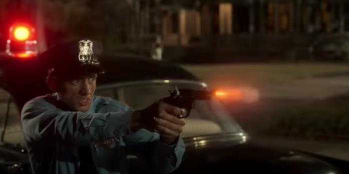 Un poliziotto spara