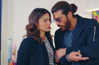 Can Yaman e Demet Özdemi in una scena di Daydreamer
