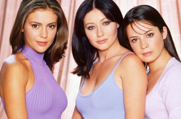 Alyssa Milano, Shannen Doherty e Holly Marie Combs in primo piano