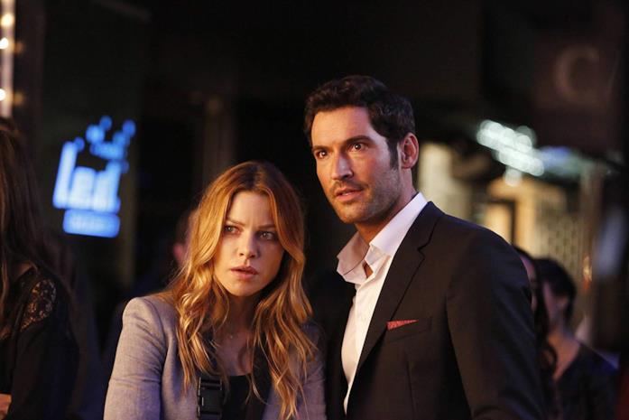 Lauren German e Tom Ellis in una scena