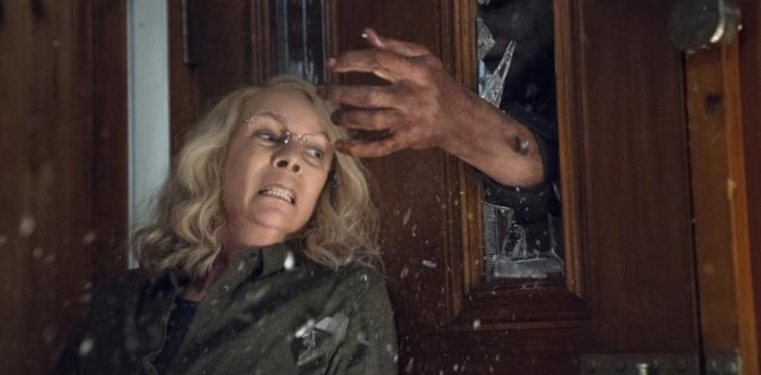 Jamie Lee Curtis sfugge a Michael Myers in Halloween 2018