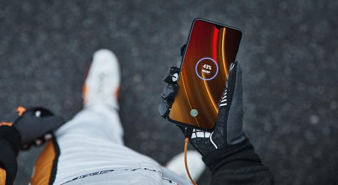 Immagine promozione del OnePlus 6T McLaren Edition