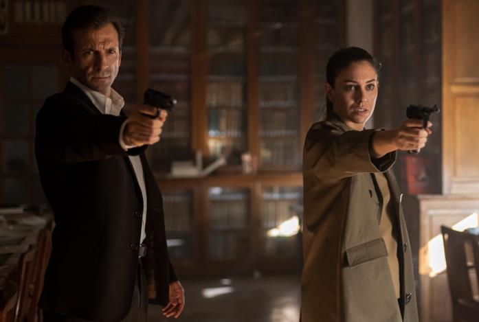 Iván Marcos e Blanca Suárez in una scena della serie Jaguar