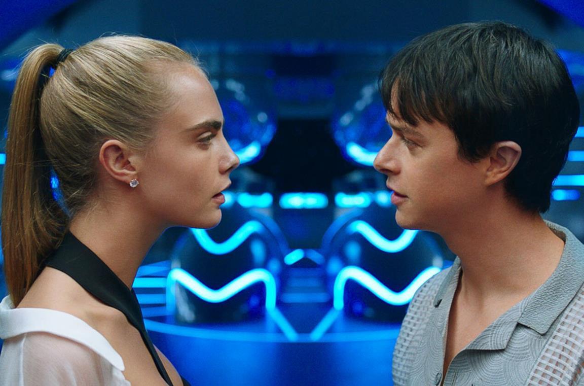 I due protagonisti del film si guardano negli occhi