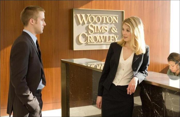 Una scena de Il caso Thomas Crawford