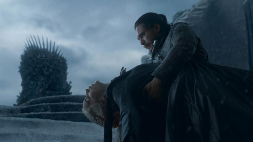 Daenerys morta tra le braccia di Jon nell'episodio di GoT 8x06, The Iron Throne