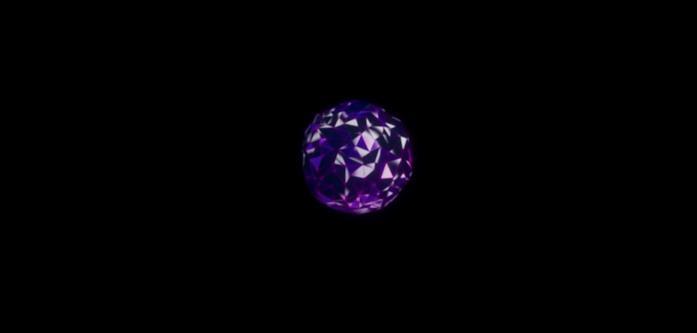 Un prisma viola su sfondo nero